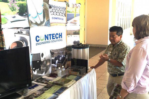 attendees-visiting-vendor-booth-4EC925384-482B-CBA7-AF7C-BC82DCE2B99F.jpg